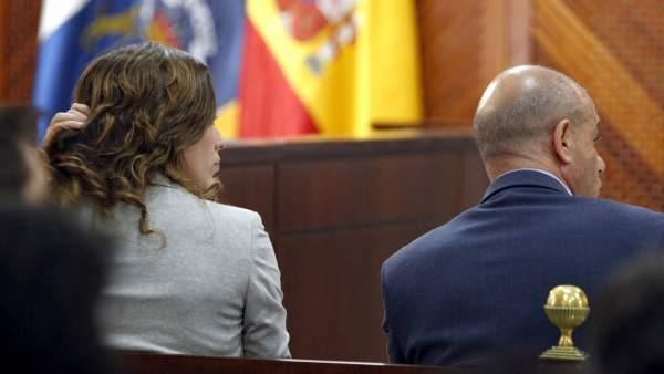 Dos hermanas afirman que torres baena empez a abusar de for Gimnasio dos hermanas