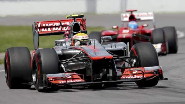 Hamilton seguido de Alonso