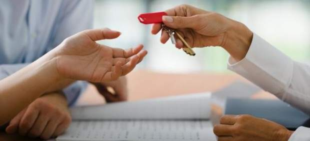 Hacen falta 6 años de salario para comprar casa, dos menos que durante el 'boom' inmobiliario