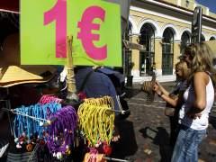 La crisis baja precios y aumenta las reservas para ir a Grecia