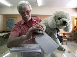 Hasta el perro vota