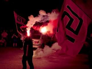 Neonazis griegos celebran los resultados electorales.