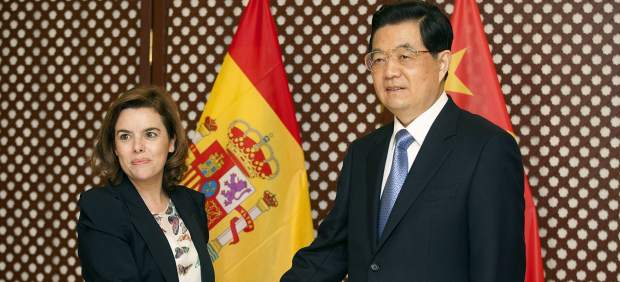 Hu Jintao y Soraya Sáenz de Santamaría