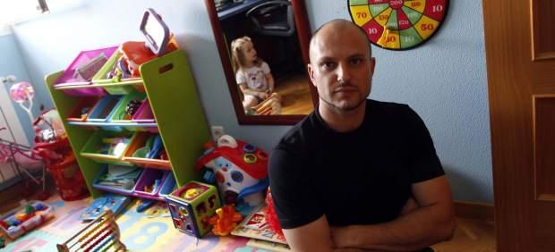 Padre de una niña con autismo