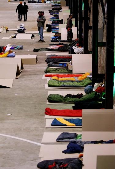 Empresarios durmiendo con 'sin techo'
