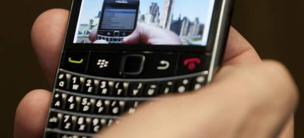 RIM, fabricante de Blackberry, considera escindir o vender su división de 'hardware'