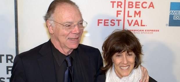 Norah Ephron, junto a su marido
