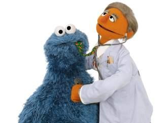 Triki, de Barrio Sésamo, en el médico