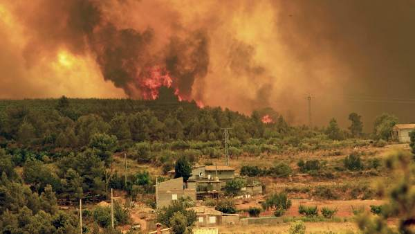 Incendio descontrolado en Valencia