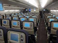 Volar en turista cuesta igual pese a bajar el petróleo