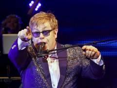 'The Sun' difamó a Elton John al exagerar un incidente con su perro