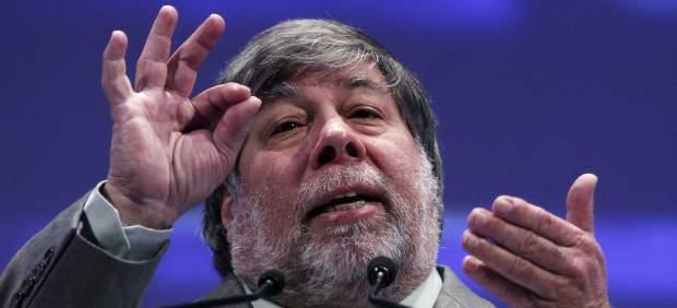 """Steve Wozniak asegura que Apple prepara un nuevo anuncio que va a """"sorprender e impactar"""""""