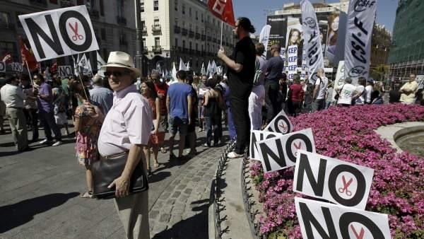 Los funcionarios se echan a la calle para reclamar sus derechos