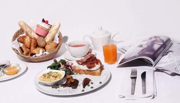 Mitad desayuno mitad almuerzo los mejores brunch de espa a for Los mejores sofas de espana