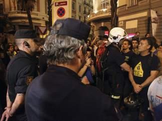 Funcionarios y policías en la protesta contra los recortes