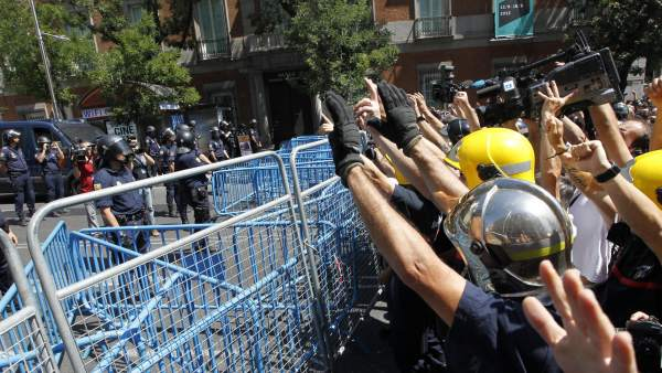 Bomberos 'contra' policías