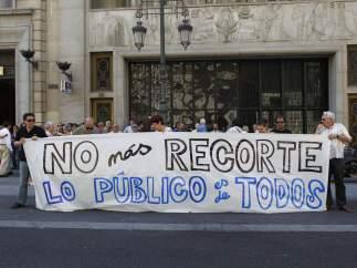 Funcionarios, protestando contra los recortes