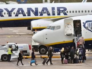 Denuncian el despido de una azafata de Ryanair por hablar con la prensa