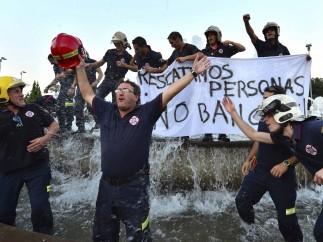 """""""Rescatamos personas, no bancos"""""""