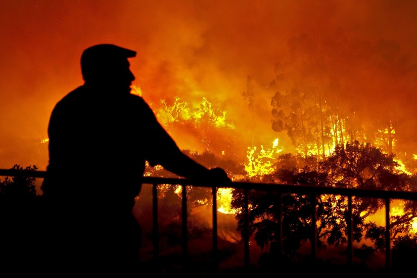 Evacuaciones por el fuego en Portugal