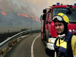 Bombero en el incendio de La Jonquera