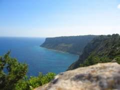 Muere una mujer tras precipitarse por un acantilado en Formentera