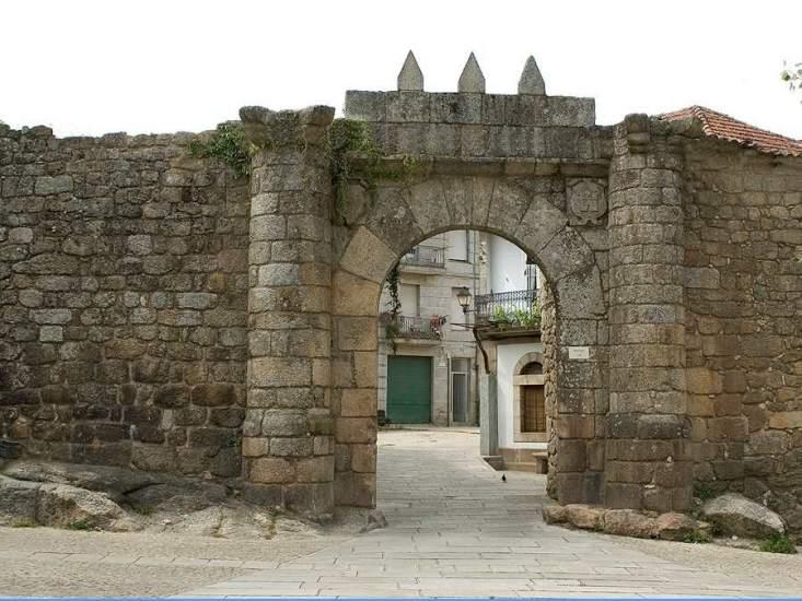 Ribadavia arquitectura medieval en una villa dedicada al vino for Arquitectura medieval
