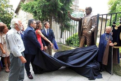 Inauguran una estatua de Manuel Fraga en Cambados (Pontevedra) 71901-500-333