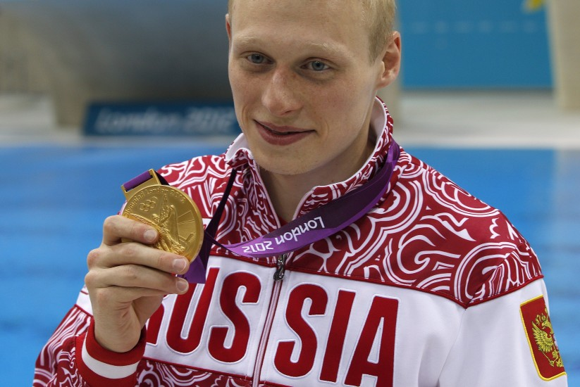 Oro sorpresa en trampolín. El ruso Ilya Zakharov posa con la medalla de oro de la prueba del trampolín masculino de tres metros de los Juegos Olímpicos Londres 2012, en el Centro Acuático de Londres (Reino Unido).
