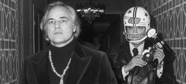 'Marlon Brando and Ron Galella attend the First Annual Gala at the Waldorf Astoria Hotel November 26 1974 New York City'