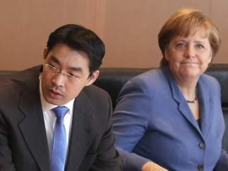 Philipp Rösler y Angela Merkel