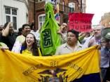 El Gobierno de Ecuador concede asilo político a Julian Assange.