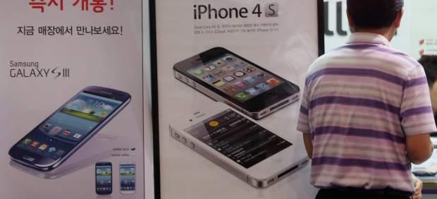 Una agencia de EE UU da la razón parcial a Apple en la guerra de patentes con Samsung