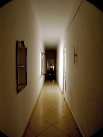 el largo pasillo de una vivienda todo un problema de decoracin flickrtoni castillo