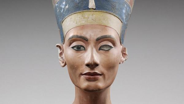 Coloured model bust of Queen Nefertiti