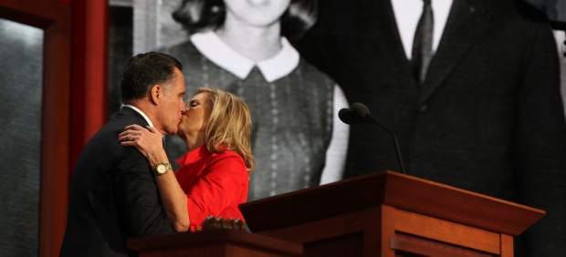 Mitt Romney y su esposa