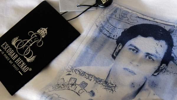 El hijo del 'narco' Pablo Escobar crea una polémica marca de camisetas