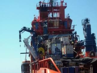 Imagen capturada de un vídeo suministrado por Salvamento Marítimo que participa en las labores de extracción.