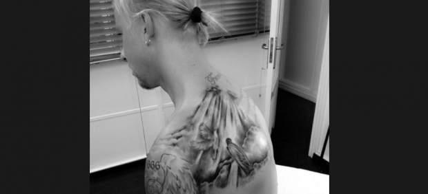 Guti muestra en Twitter su nuevo tatuaje en la espalda