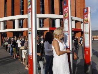 Colas en Atocha para coger el bus