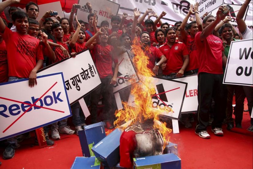 Protesta contra 'Reebook'