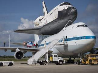 El Shuttle Carrier Aircraft (SCA), con el transbordador Endeavour encima.