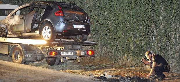 Encuentran el cuerpo de una mujer en un coche calcinado