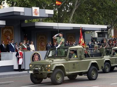 Las tropas desfilan ante los reyes