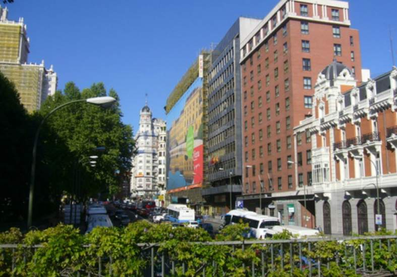 Desalojan tres edificios ocupados en madrid en los que se for Discoteca plaza de los cubos madrid