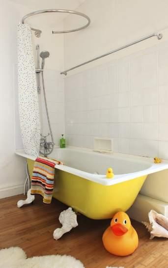 A o nuevo color nuevo c mo pintar paredes y suelo del for Cambiar baldosas bano
