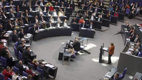 Merkel, ante el Bundestag