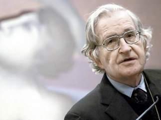 """Chomsky acusa a Trump de """"avanzar en solitario hacia la destrucción del medioambiente"""""""
