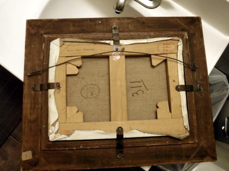 marco para un cuadro un cuadro con marco de madera antes de colocarlo en la pared manera