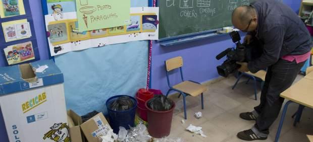 Basura en el colegio Manuel de Falla de Jerez de la Frontera